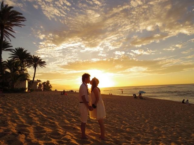 ハワイでキス